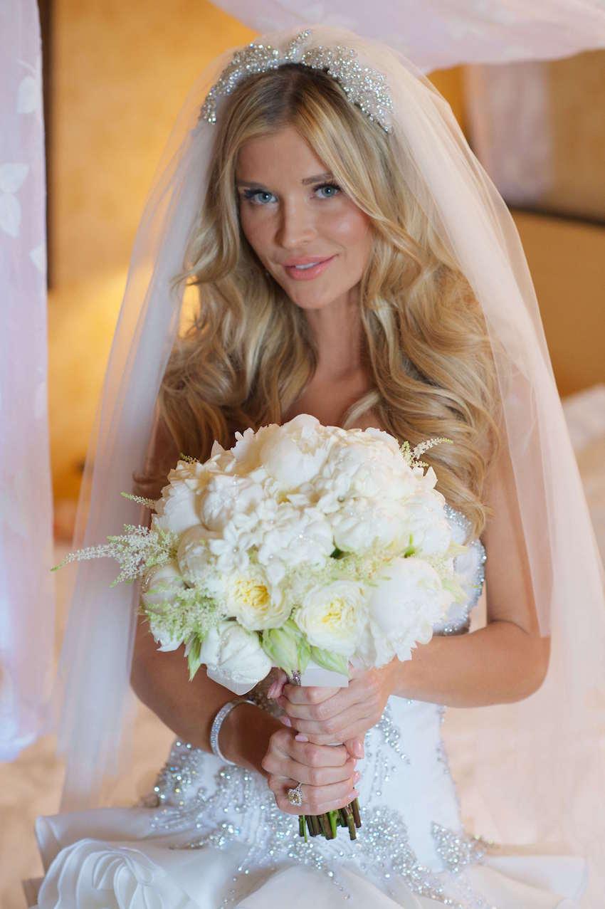 Joanna Krupa white wedding bouquet