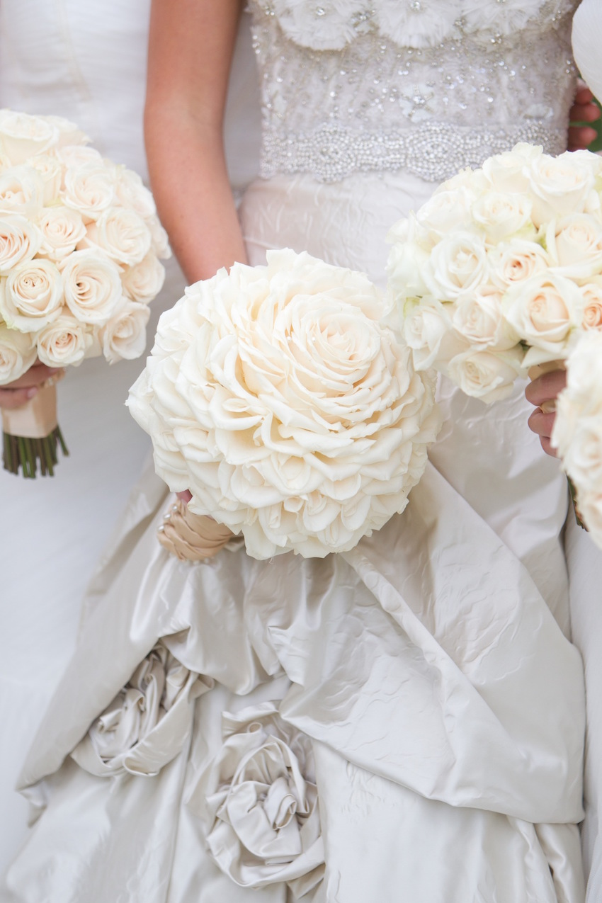 White Bridal Bouquets That Take Our Breath Away