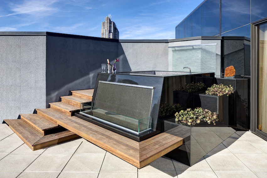 Jewel Suite NY Palace Outdoor Hot Tub