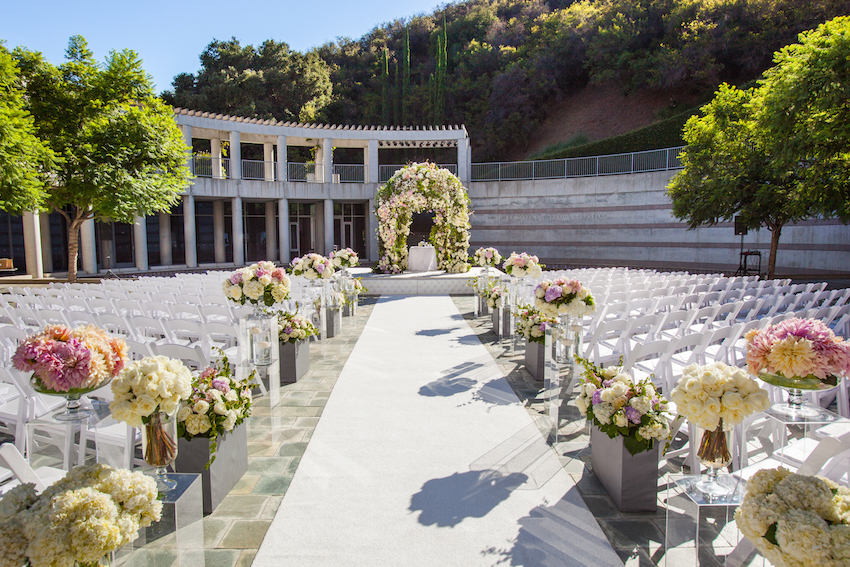 Outdoor wedding at Skirball Cultural Center