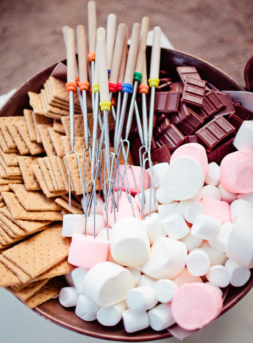 Pink and white marshmallows with graham crackers