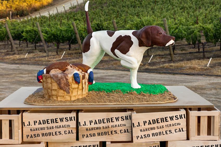 Wedding ideas groom's cake hunting dog