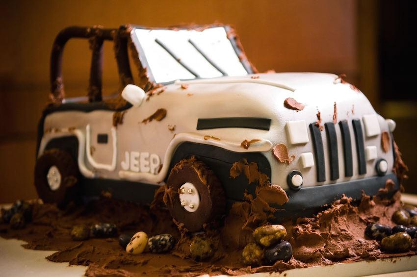 Muddy jeep groom's cake wedding idea
