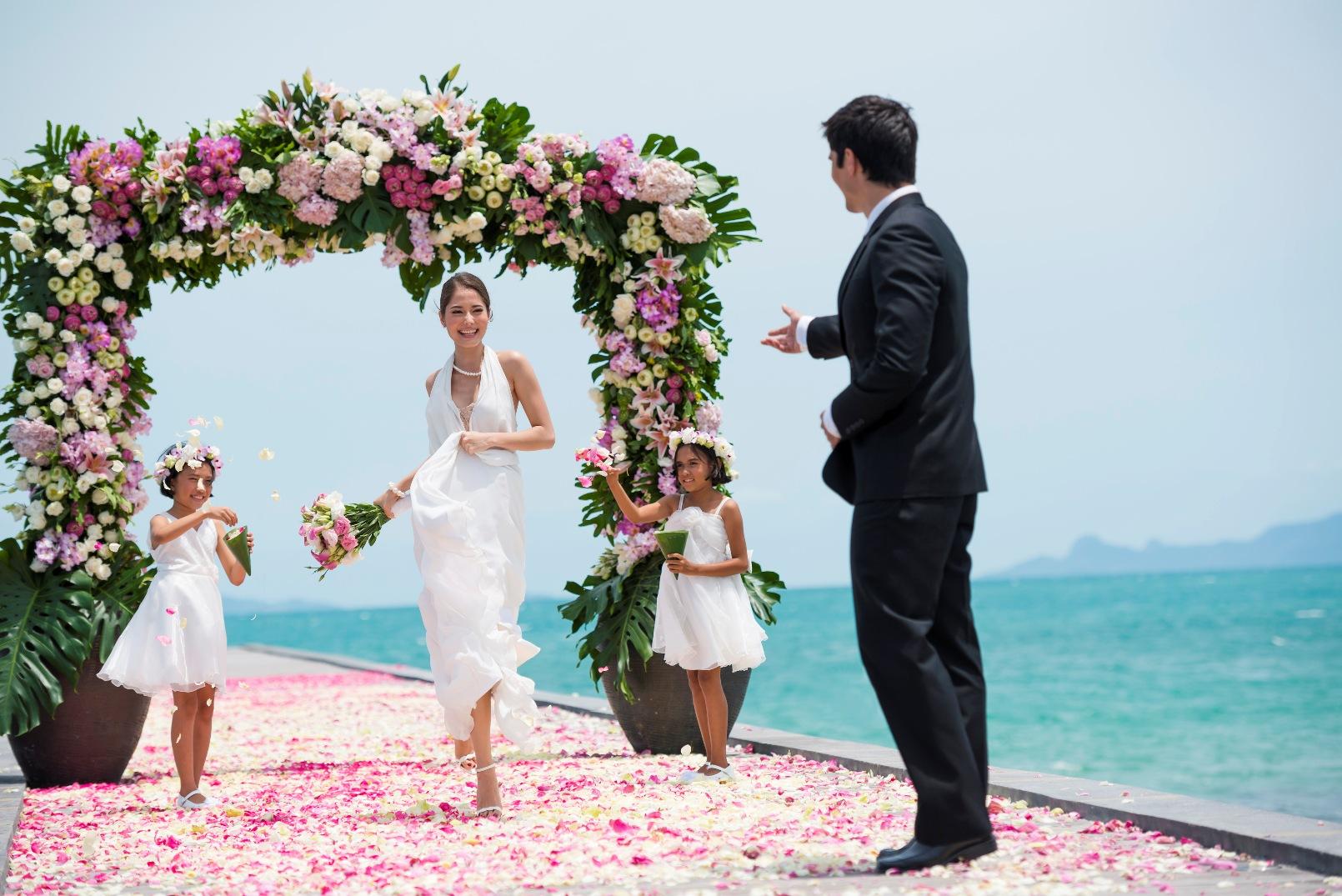 Bride and groom wedding ceremony in Thailand