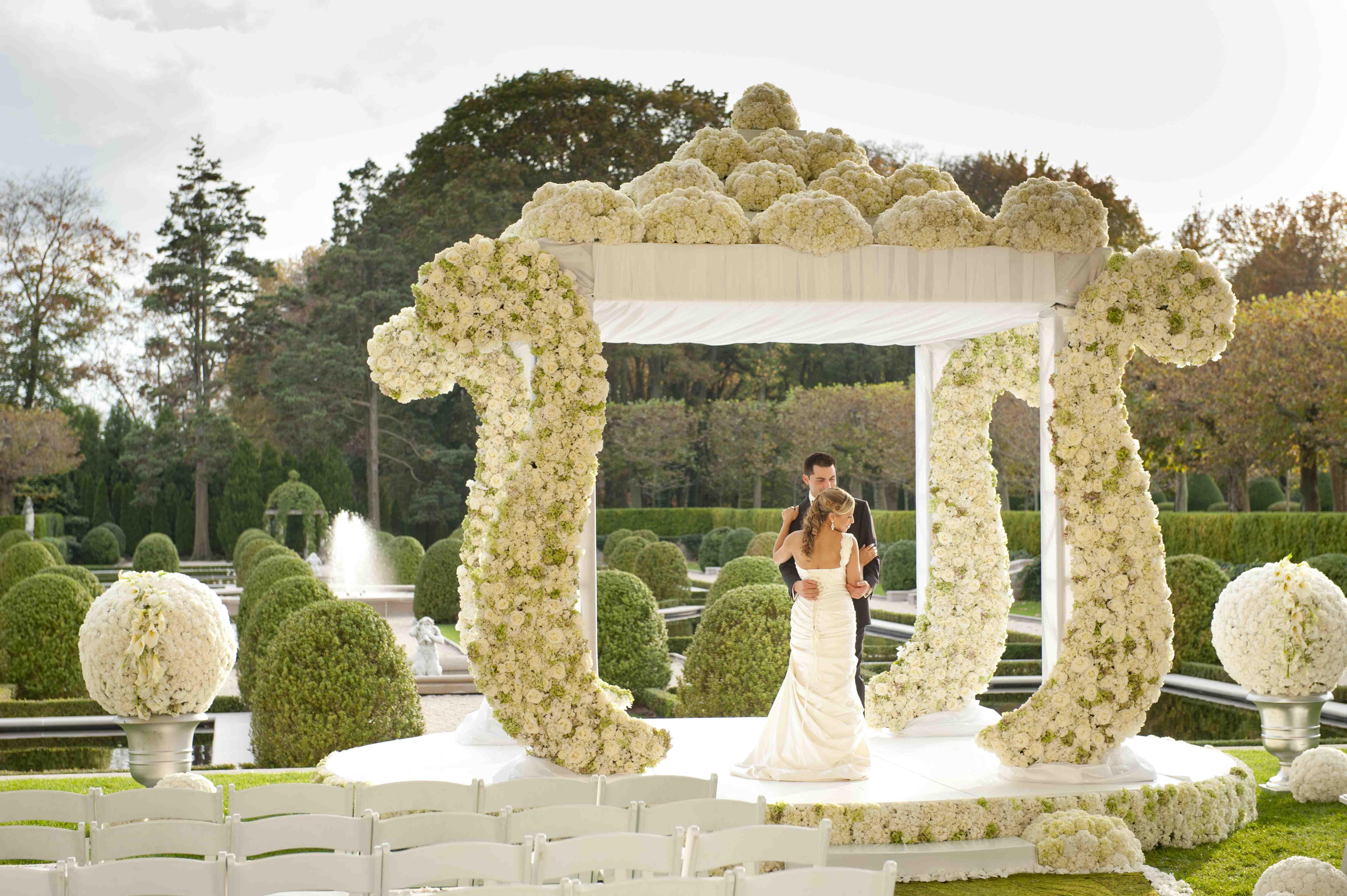 Oheka Castle wedding white hydrangea arch
