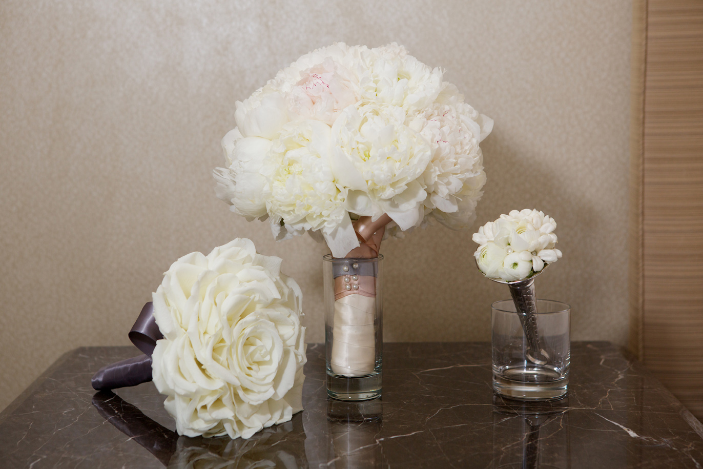 white glamelia bouquet