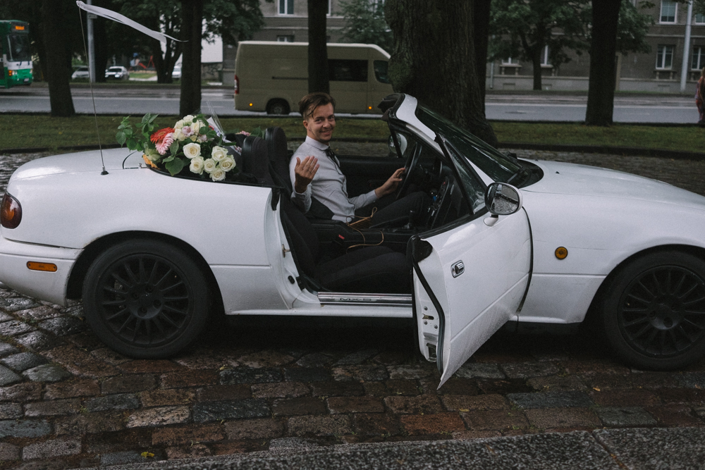 groom in car