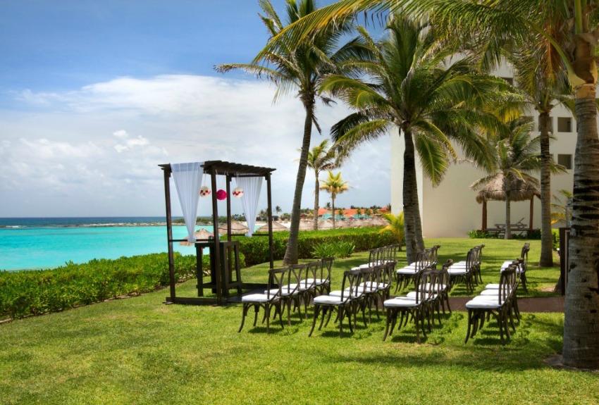 The Westin Cancun lawn oceanfront wedding