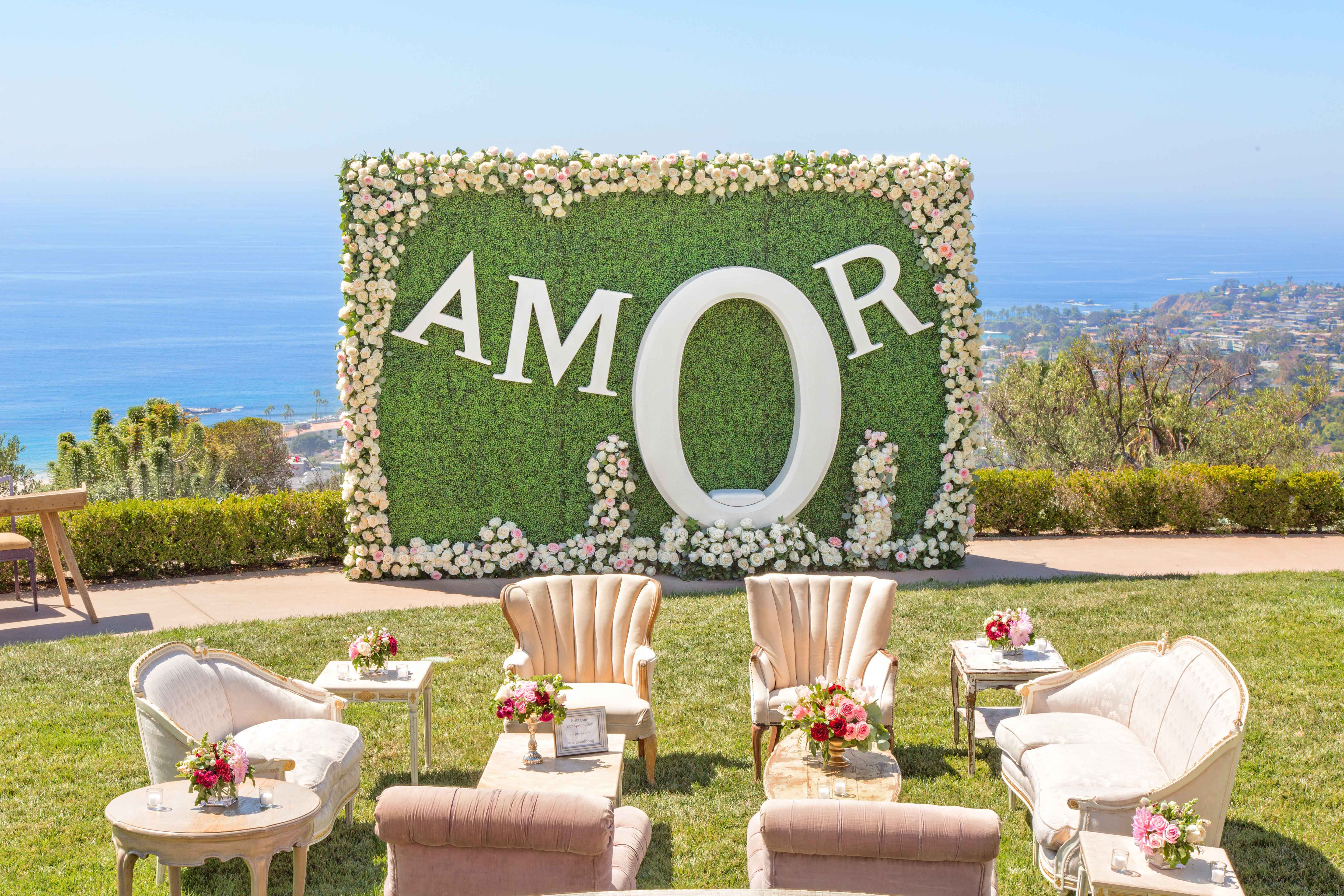 Hedge photo booth with Amore lettering