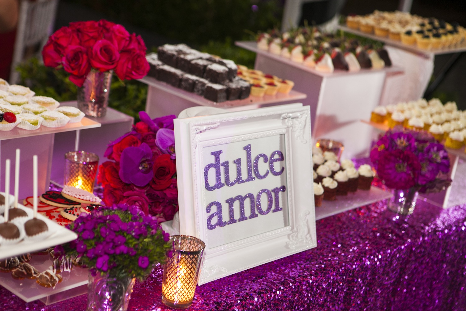 Dulce Amor sign in purple glitter at dessert table