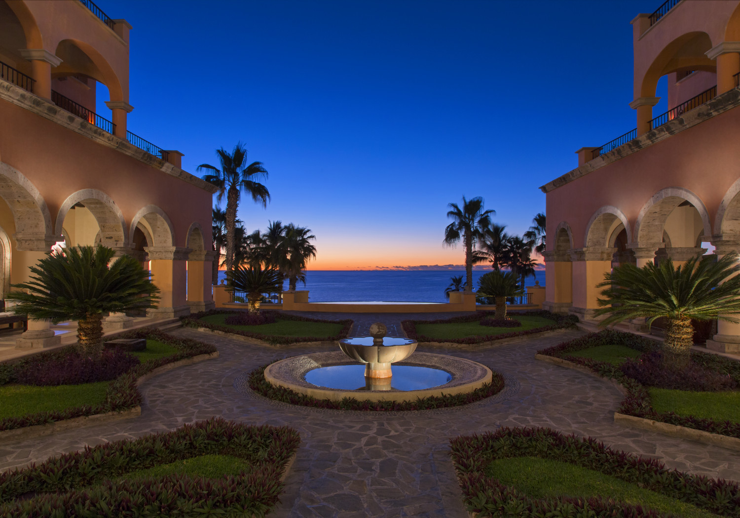 Ocean view courtyard at Sheraton Hacienda del Mar Los Cabos