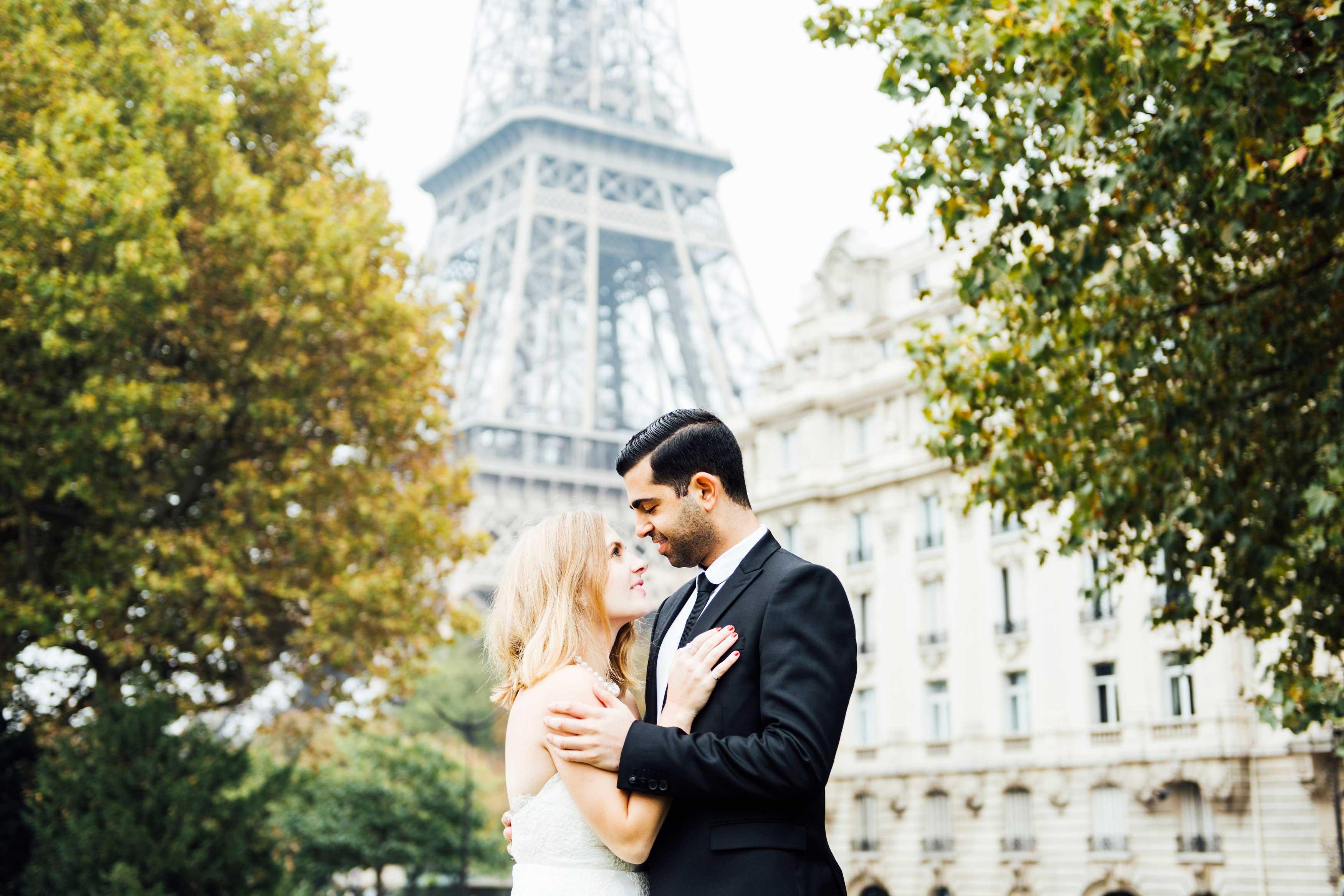 Sabrina Dahan romantic engagement photo in Paris