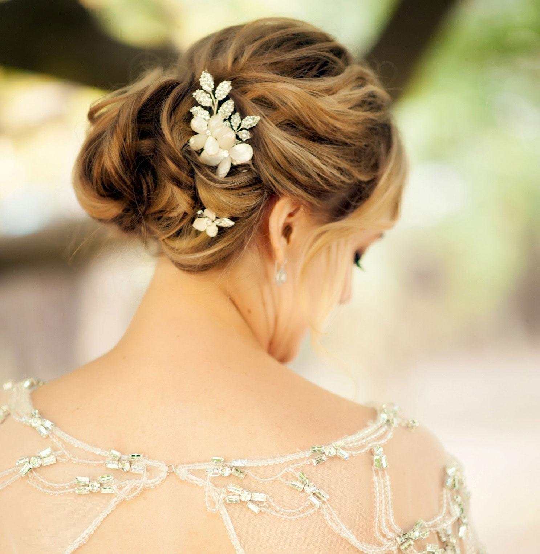 Flower motif crystal bridal hair accessory