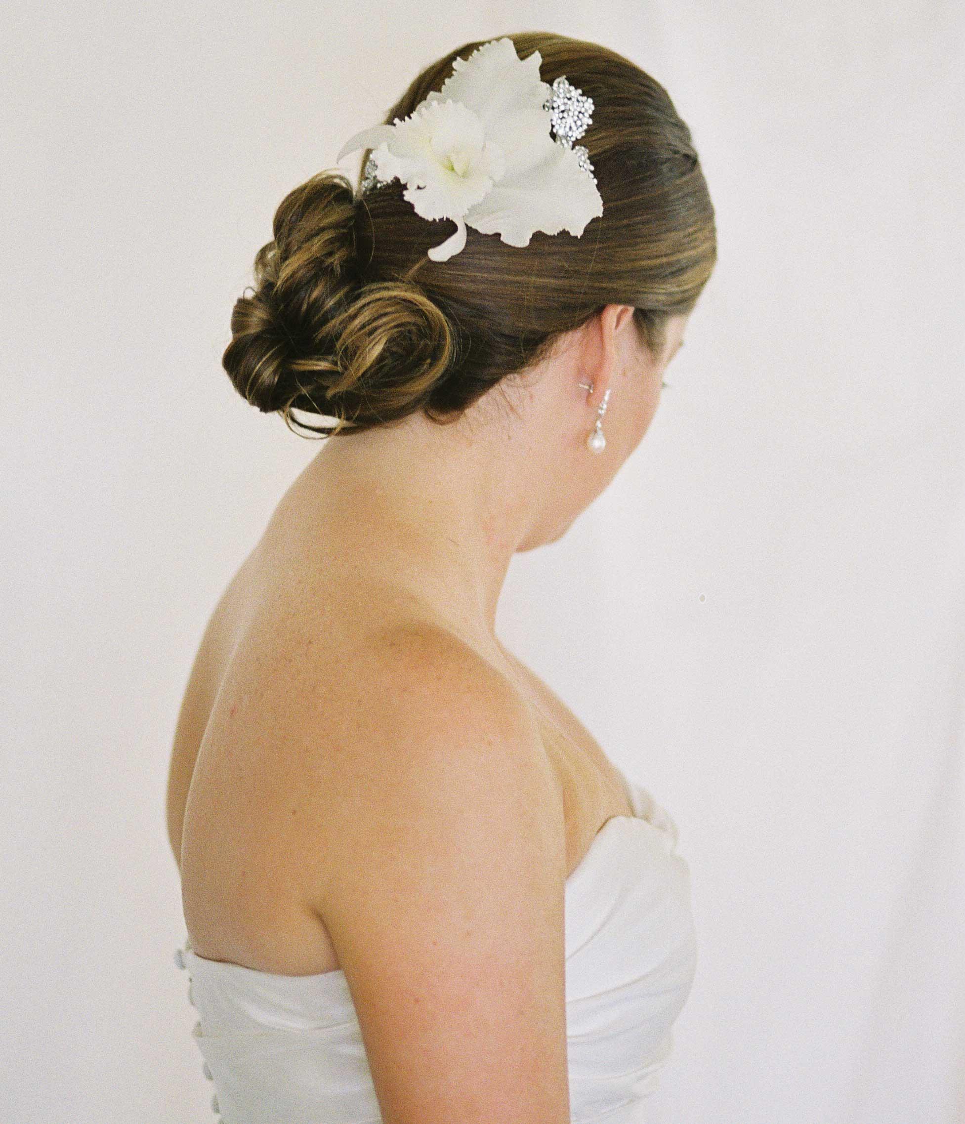 Destination wedding fresh flower hair accessory