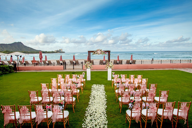 Royal Hawaiian ocean lawn wedding ceremony