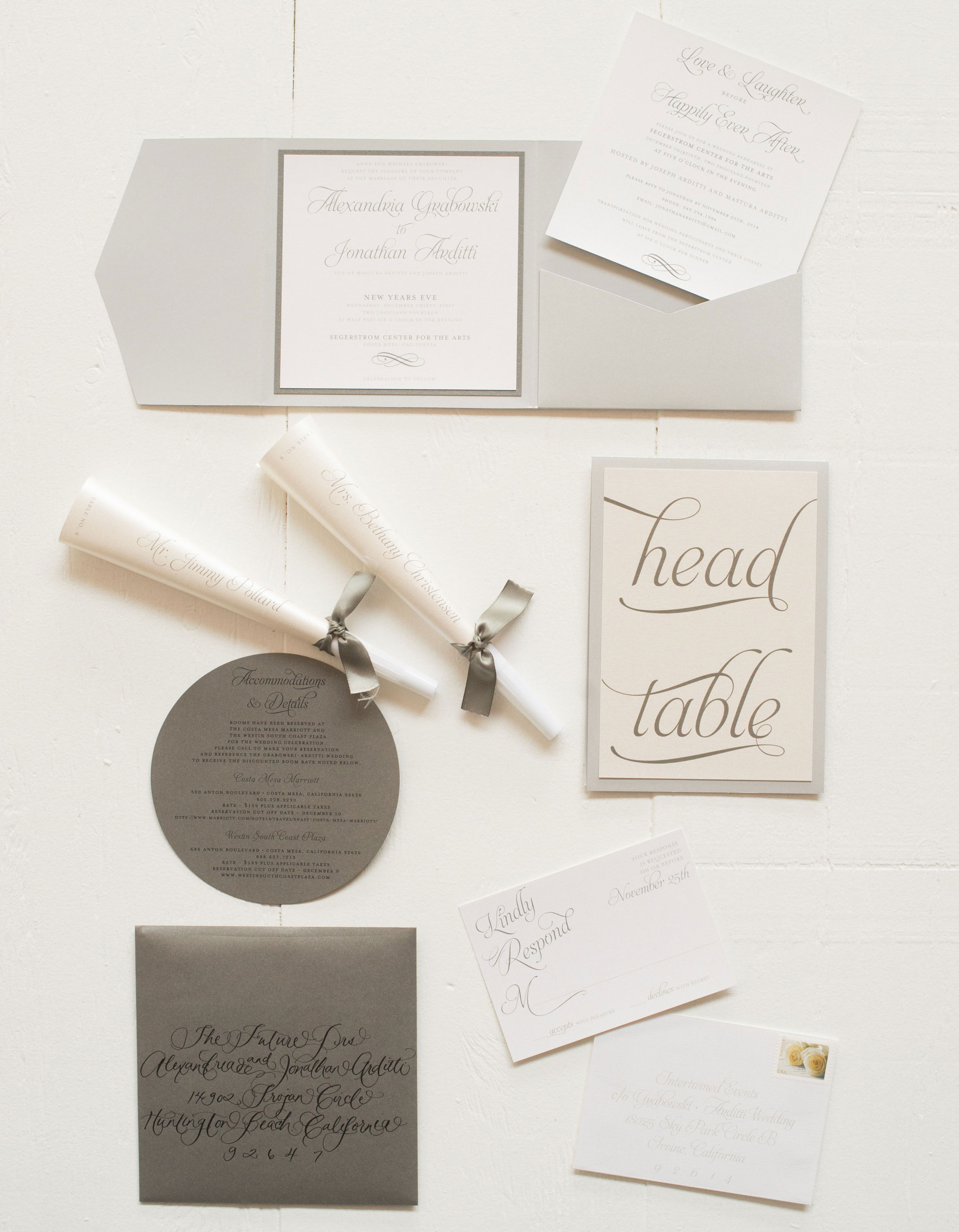 Dark and neutral colors in wedding invitations