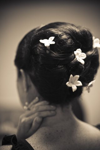 black-and-white-photo-of-hairstyle-with-stephanotis