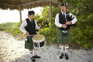bagpipe-entertainment-duo-on-sand-beach