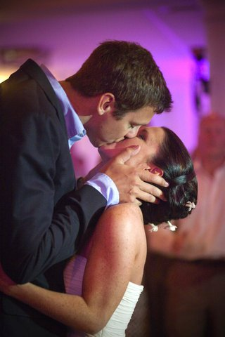 bride-and-groom-kissing-with-purple-lighting