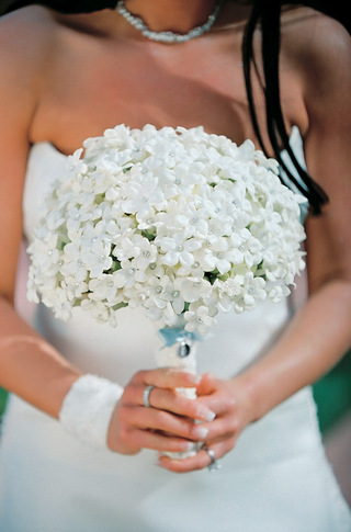 brides-bouquet-of-stephanotis-flowers-with-rhinestone-centers