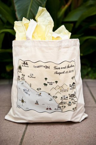 personalized-tote-bag-with-wedding-map-of-california