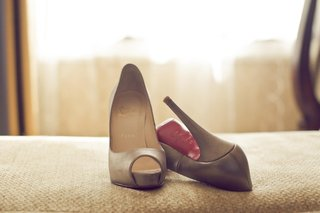 nude-christian-louboutin-shoes-with-red-sole