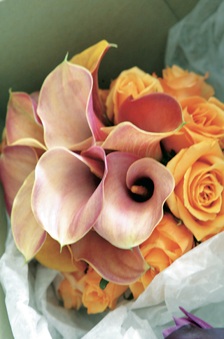 orange-rose-bouquet-with-pink-red-calla-lily