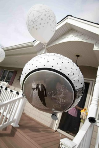 wedding-celebration-balloons-outside-reception