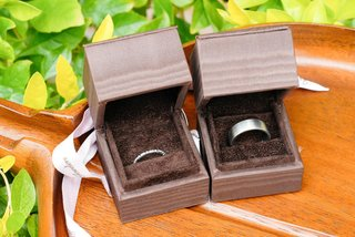 silver-platinum-wedding-band-in-brown-ring-box