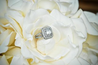square-shaped-diamond-ring-in-gardenia
