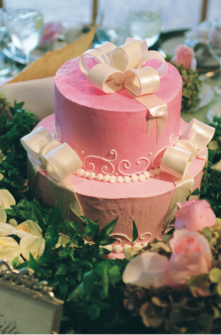 two-layer-pink-cake-with-white-fondant-bows
