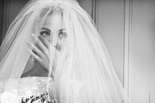 black-and-white-photo-of-keri-lynn-pratt-in-veil