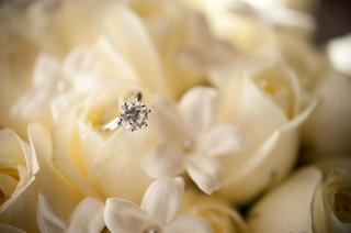 round-cut-diamond-ring-in-stephanotis-blossoms