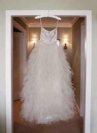 monique-lhuillier-tiered-tulle-wedding-dress