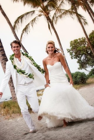 bride-and-groom-wearing-white-in-hawaii
