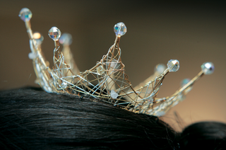 bridal-crown-headpiece-featuring-gold-and-silver-wire-topped-with-beads