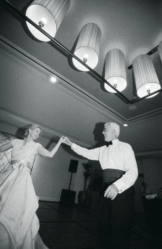 black-and-white-photo-of-father-daughter-dance