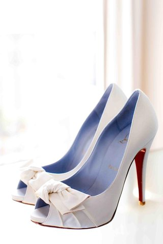 peep-toe-christian-louboutin-bridal-shoes-with-red-soles