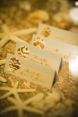 destination-beach-wedding-seating-card-idea