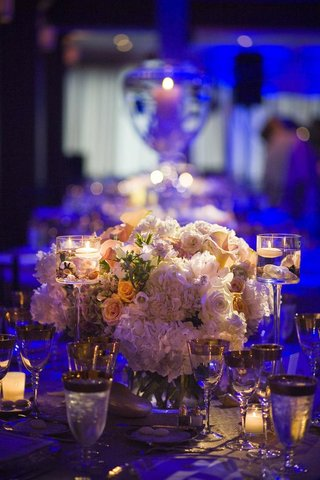 beach-wedding-centerpiece-with-flowers-seashells-and-candles