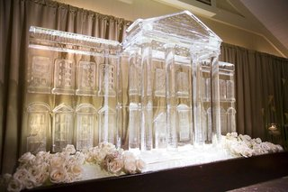 huge-wedding-reception-ice-sculpture-in-shape-of-white-house