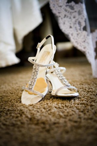 strappy-rhinestone-wedding-shoes-with-foot-petals