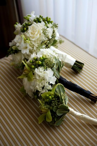 cream-nosegays-and-bouquet-tied-with-ribbon