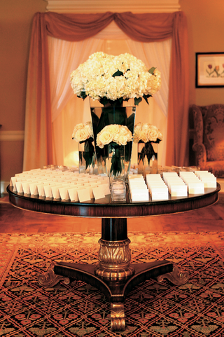 escort-cards-displayed-on-country-club-round-table