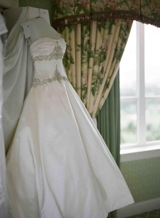 wedding-dress-hanging-in-bridal-suite