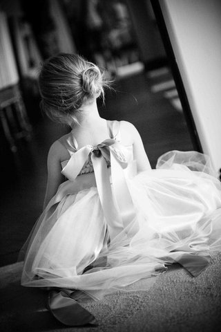 black-and-white-photo-of-back-of-flower-girl-dress