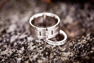 groom-and-bride-wedding-rings-with-diamonds-on-rock