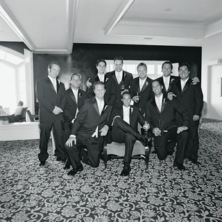 black-and-white-photo-of-groomsmen-and-groom-in-hotel-room