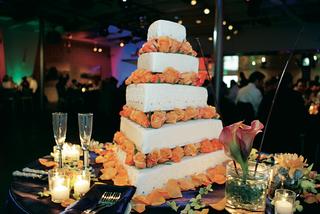 white-wedding-cake-with-orange-roses