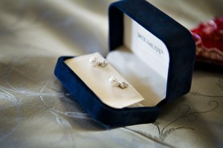 mikimoto-pearl-wedding-earrings-in-velvet-box